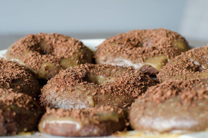 给槭树上釉的Bronuts 混杂的果仁巧克力和多福饼 关闭 图库摄影