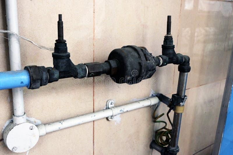给水系统连接点地方的主要阀门有高密度聚乙烯的pi 免版税库存照片