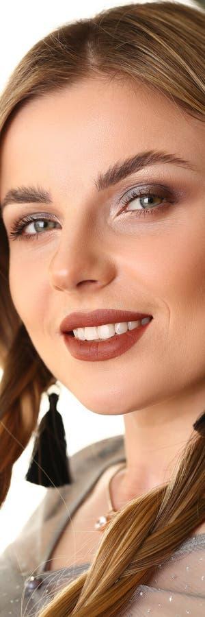 给白种人女性秀丽的模型射击做广告 免版税库存照片