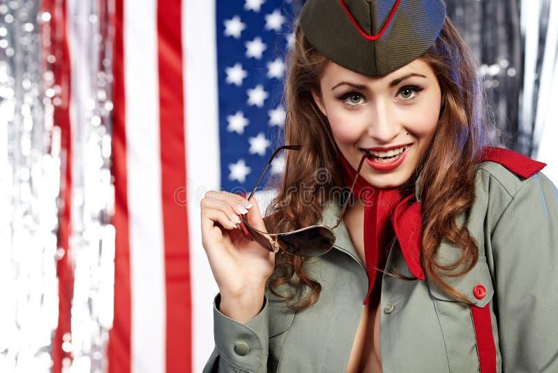 给穿衣的军事pinup妇女 免版税库存图片