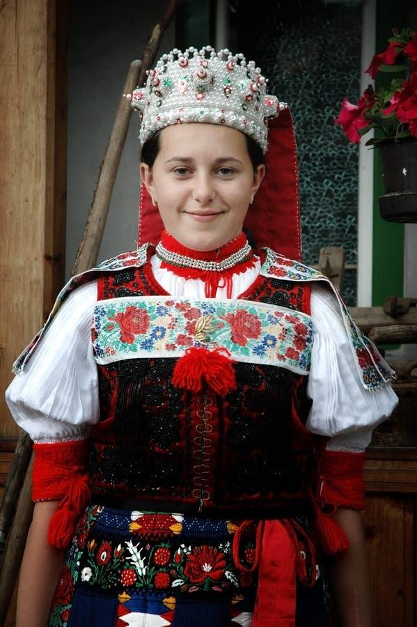 给舞蹈演员传统年轻人穿衣 图库摄影