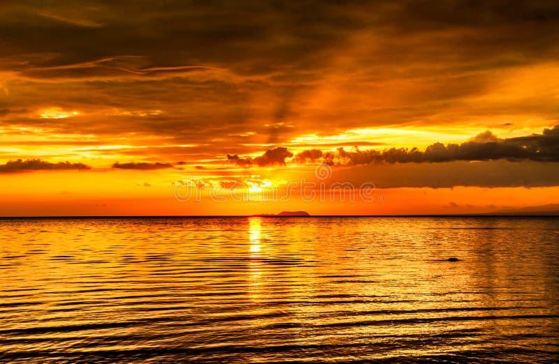 绝对令人兴奋的日落在菲律宾 免版税库存照片