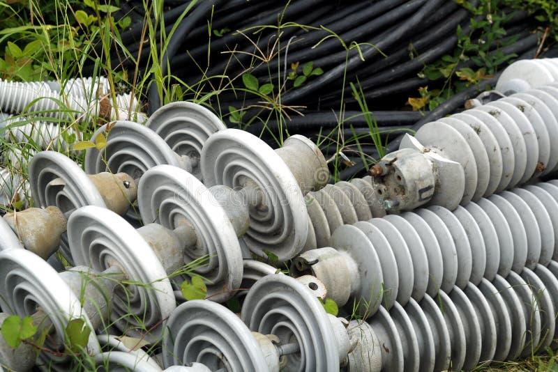 绝缘体和连接器电杆缆绳的 库存图片