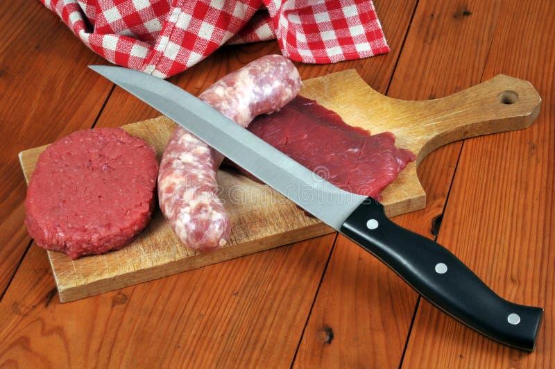 绞细牛肉、香肠和牛肉 库存照片