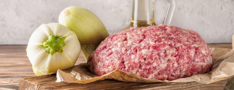 绞肉Mixe剁碎了牛肉和猪肉 库存照片