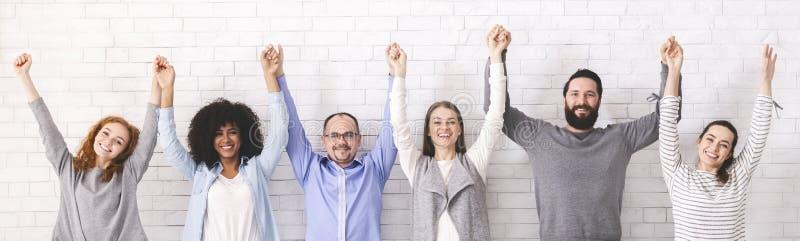 统一性的成功 握手的小组millennials 免版税库存图片