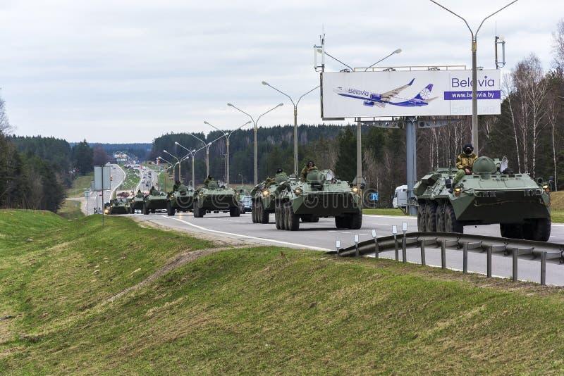 继续前进路米斯克的装甲的军用设备的专栏, 库存照片