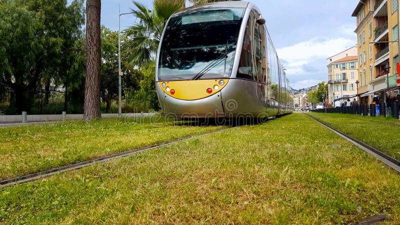 继续前进铁路,乘客运输,环境友好的车的城市火车 库存照片