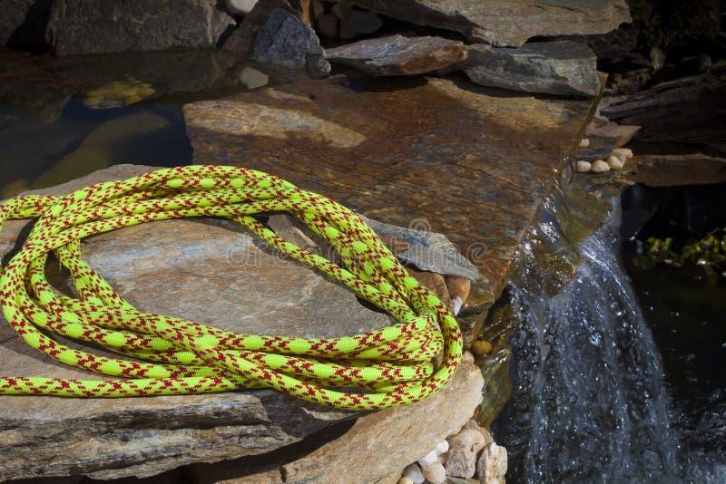 绳索和瀑布 库存图片
