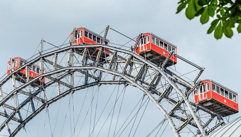 维也纳,奥地利4月 20 2019年,普拉特公园巨型轮子Riesenrad看法在普拉特公园游乐场弗累斯大转轮 库存照片
