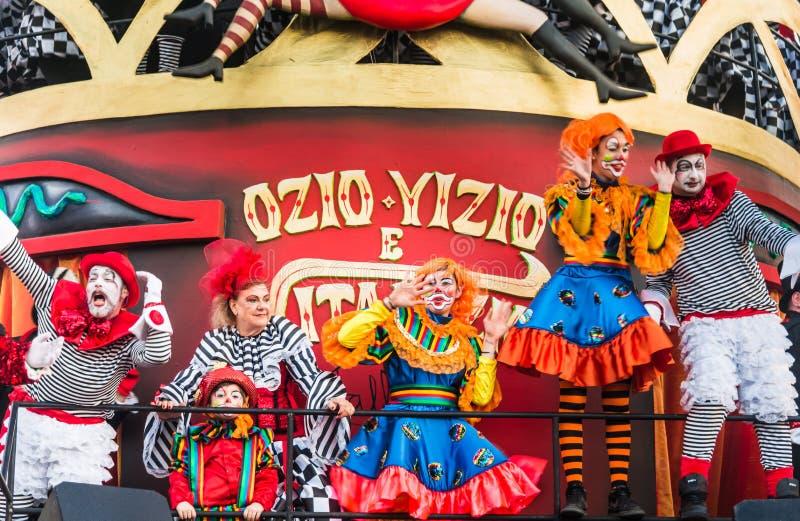 维亚雷焦狂欢节的145th编辑的开头游行在维亚雷焦,意大利 库存图片