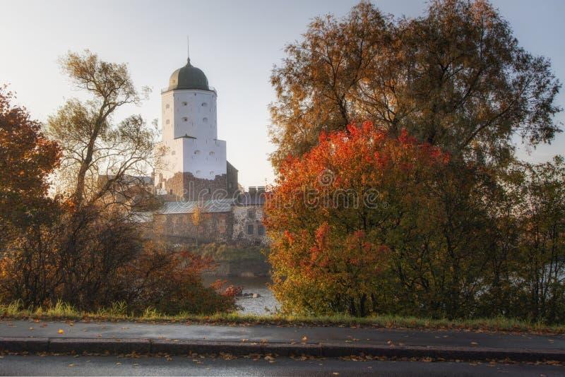 维堡城堡在维堡,列宁格勒地区,俄罗斯 古老堡垒的看法在海岛上的在秋天 库存图片