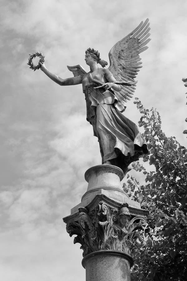 维多利亚一个铜雕塑的一个图解看法在夏洛特堡宫施洛斯夏洛登堡,柏林,德语庭院里  库存图片