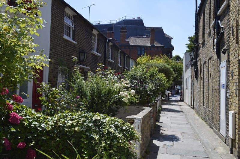 维多利亚女王时代的村庄后面行在里士满伦敦英国 库存图片