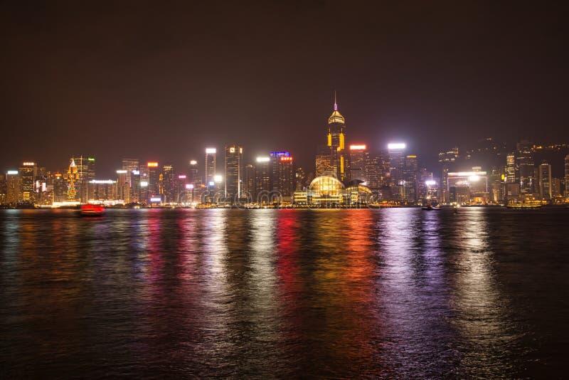 维多利亚港口夜视图在香港 库存照片