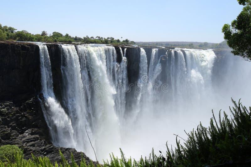 维多利亚瀑布,从津巴布韦边的地面看法 免版税库存图片