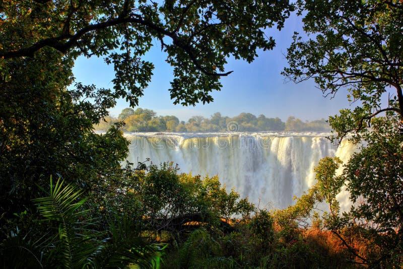 维多利亚瀑布,瀑布在赞比西河的南非在赞比亚之间的边界的和津巴布韦 风景在非洲 图库摄影