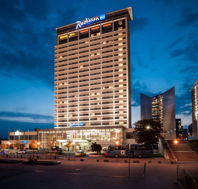 维尔纽斯,立陶宛- 2018年8月10日:维尔纽斯拉迪森蓝色旅馆 长的曝光照片写真 立陶宛 库存图片