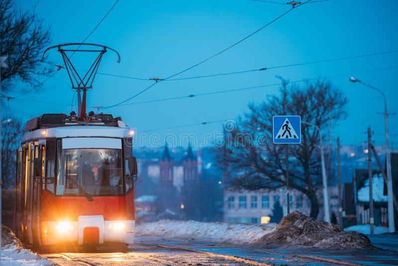 维帖布斯克,白俄罗斯 路线第公开老减速火箭的电车八Mo 图库摄影