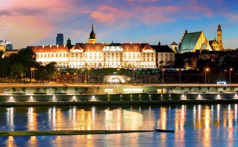 维斯瓦河皇家城堡的江边和全景在战争中 库存图片