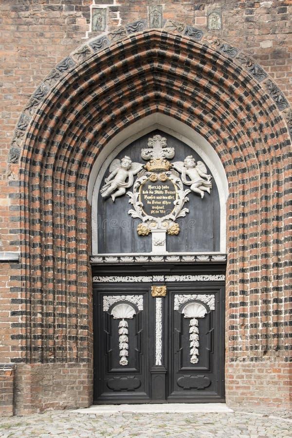 维斯马,德国, 2018年8月20日, :古老哥特式圣G的门 免版税库存图片