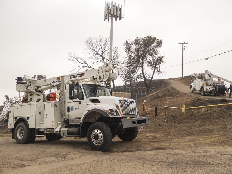 维特纳,加州U S A - 2018年1月5日:AT&T卡车和乘员组试图修理损坏的电话线 免版税库存照片