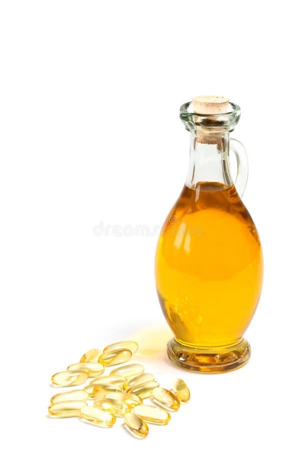 维生素在瓶油附近压缩 库存照片