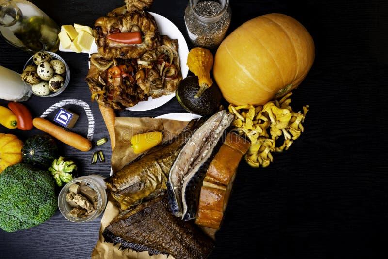 维生素D和钙的自然来源 健康背景的食物 顶视图 文本的空间 免版税库存图片