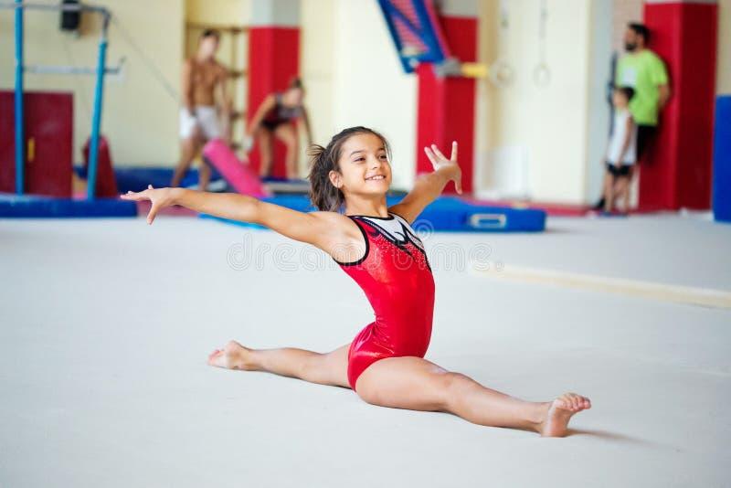 维罗纳,意大利- 2017年8月24日:孩子训练体操部分的 免版税库存照片