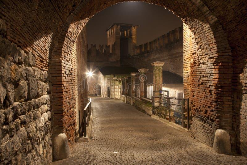 维罗纳- Scaligero桥梁在晚上 免版税库存图片
