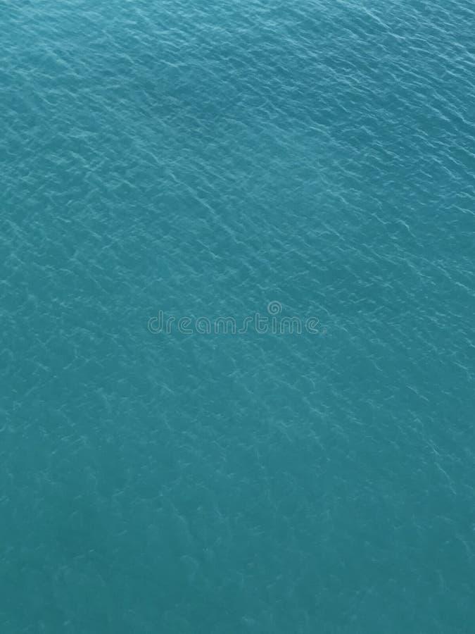 绿松石水海浪 免版税图库摄影