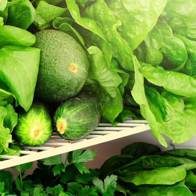 绿色、水果和蔬菜在冰箱 素食主义者,未加工,健康生活方式概念 库存图片