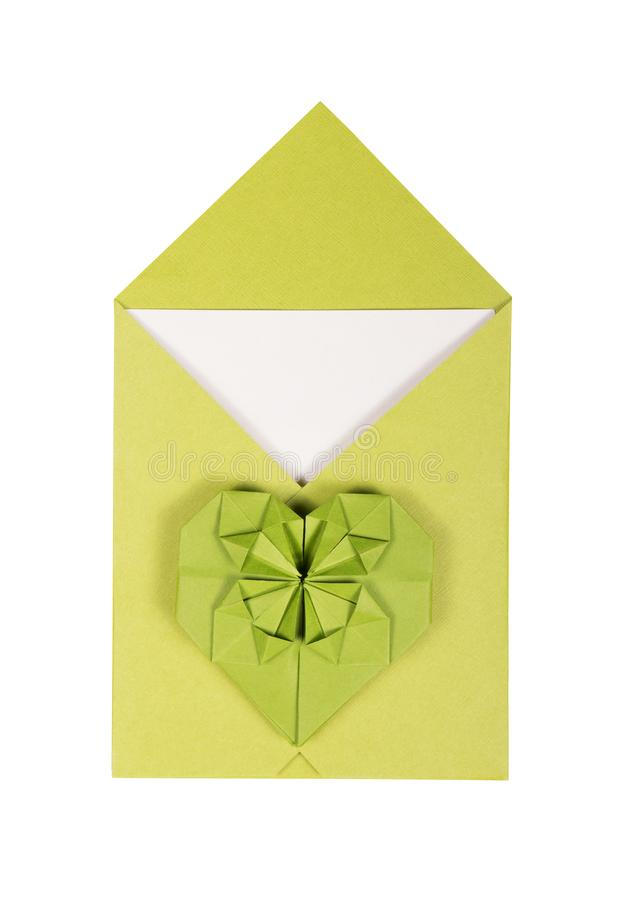 绿色信封和纸心脏 ??origami E 库存图片
