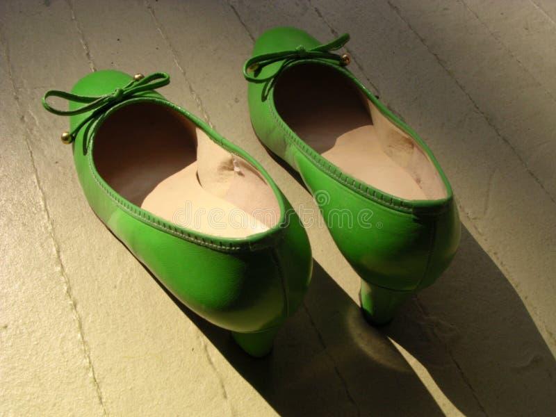 绿色减速火箭的鞋子 免版税图库摄影