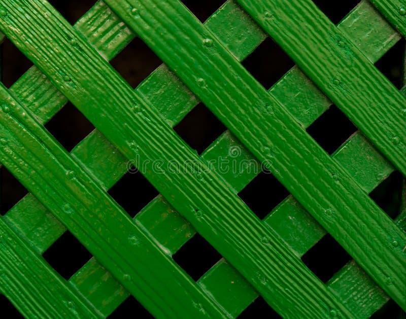 绿色十字形格子篱芭样式背景 免版税库存照片