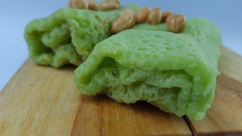 绿色卷煎蛋卷充满红糖,品尝甜 免版税库存照片