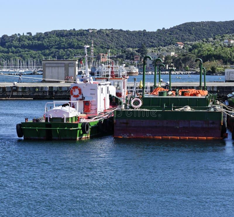 绿色反空气污染的驳船细节  库存照片