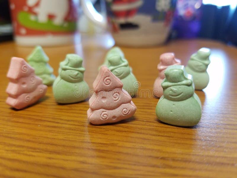 绿色和红色圣诞节糖果 免版税图库摄影