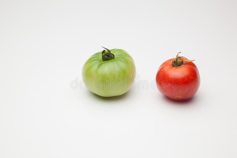 绿色和红色蕃茄,成熟的过程 库存照片