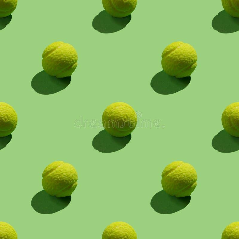 绿色和网球球无缝的明亮的背景  向量例证
