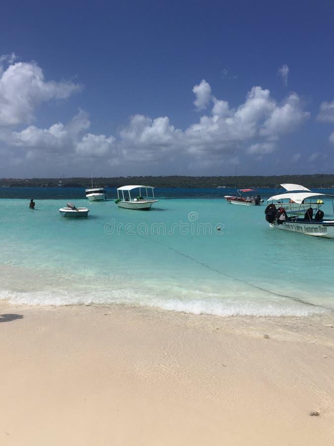 绿色和蓝色海滩在圣安德列斯-哥伦比亚 库存图片