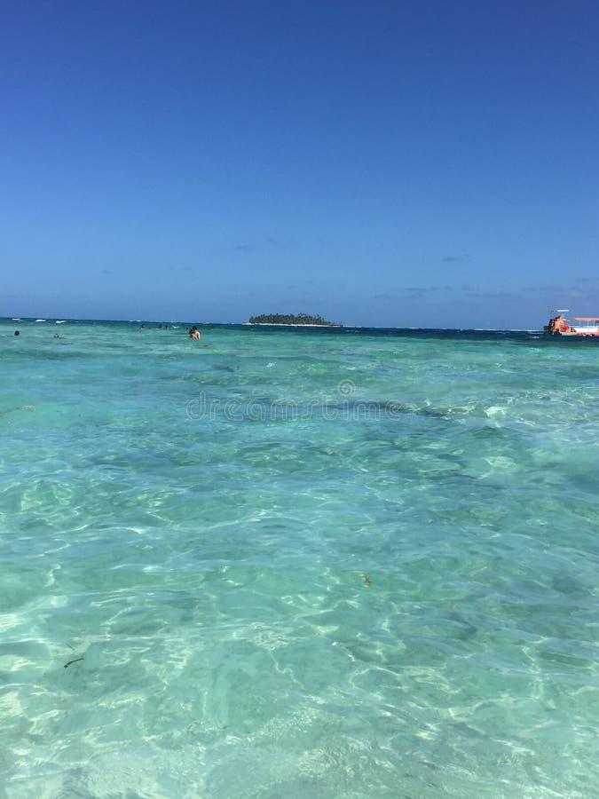 绿色和蓝色海滩在圣安德列斯-哥伦比亚 免版税图库摄影