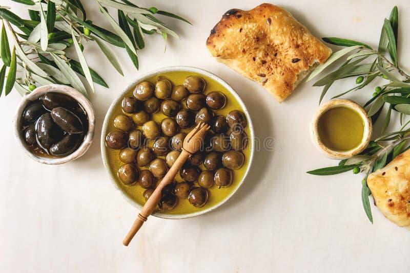 绿色和黑橄榄 库存照片