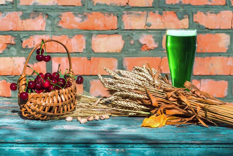 绿色啤酒为圣帕特里克` s天 图库摄影