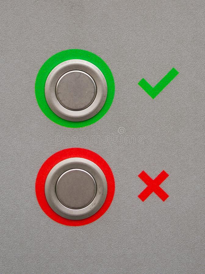 绿色壁虱和红十字标志 免版税库存图片