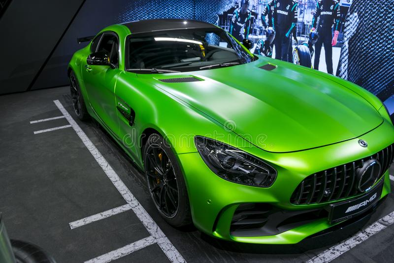 绿色奔驰车AMG广义相对论2018年V-8双涡轮外部细节,车灯 正面图 汽车外部细节 库存图片
