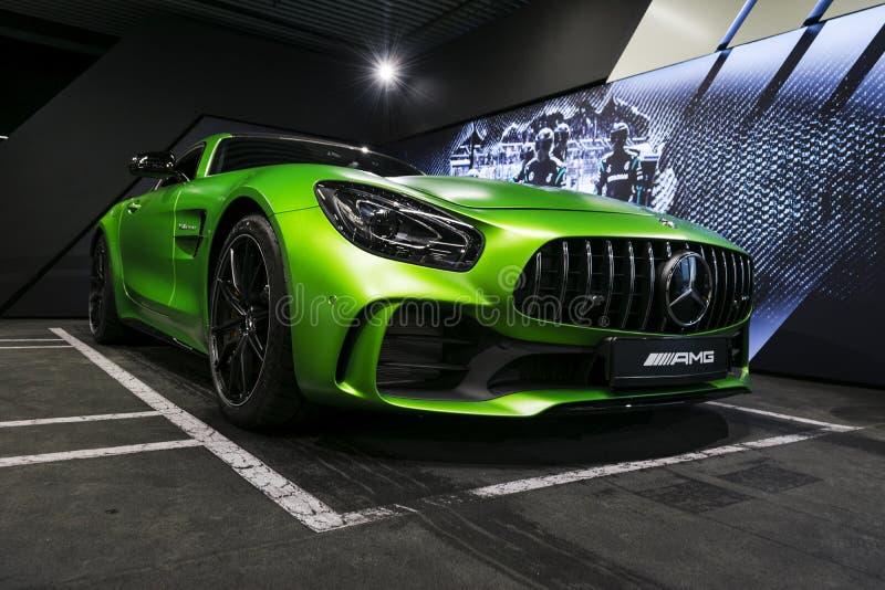 绿色奔驰车AMG广义相对论2018年V-8 Biturbo外部细节,侧视图 汽车外部细节 免版税库存图片