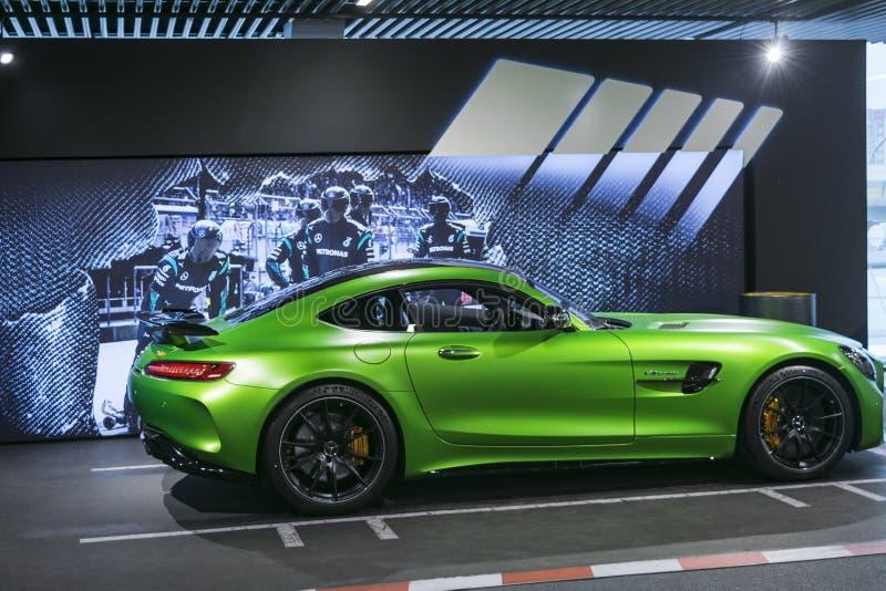 绿色奔驰车AMG广义相对论2018年V-8 Biturbo外部细节,车灯 正面图 汽车外部细节 图库摄影