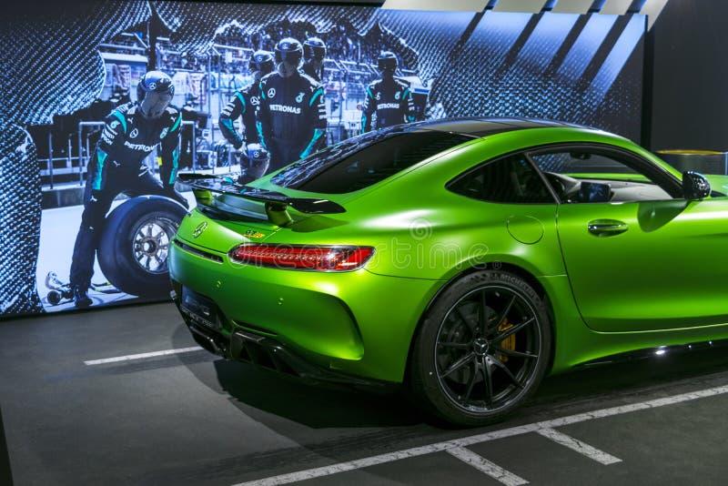 绿色奔驰车AMG广义相对论2018年V-8 Biturbo外部细节,车灯 正面图 汽车外部细节 免版税库存图片