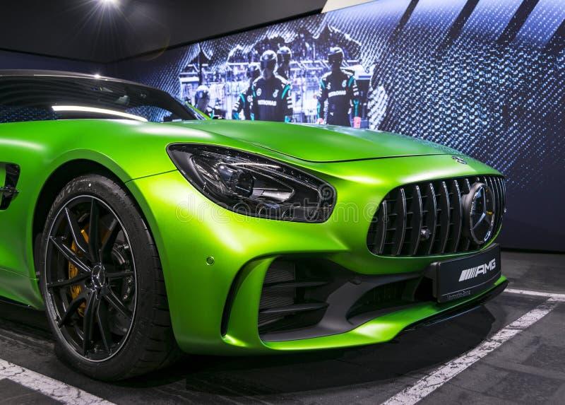 绿色奔驰车AMG广义相对论2018年V-8 Biturbo外部细节,车灯 正面图 汽车外部 免版税图库摄影